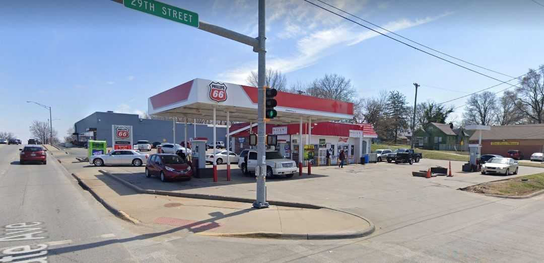 Phillips 66 on State in KC fumbles inspection; mouse droppings, 30 live ants eating a piece of food debris on floor next to serving counter